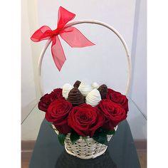 Edible Fruit Arrangements, Valentine Flower Arrangements, Balloon Arrangements, Valentine Decorations, Flower Bouquet Diy, Beautiful Bouquet Of Flowers, Mom Birthday, Birthday Gifts, Makeup Room Diy