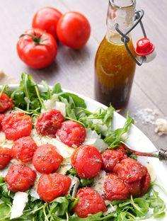 Rezept für Rucolasalat mit Ofentomaten und Parmesan  - Gaumenfreundin Foodblog #schnellerezepte #lowcarbrezepte #salatrezepte