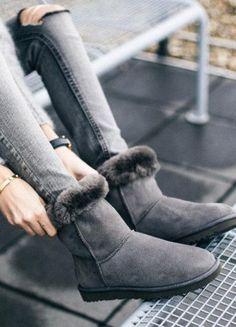 Skinny Jeans + UGG Boots: 5 Styling-Tipps für die gemütlichste Kombi des Winters – Auch wenn die Modeexperten immer wieder leidenschaftlich darüber diskutieren, ob Ugg Boots überhaupt tragbar sind!