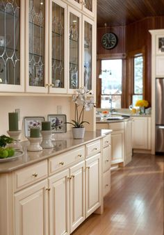 Butlers pantry with leaded glass. Waypoint Living Spaces | Style 610D in Maple Butterscotch Glaze. Kitchen Design Group in Shreveport, LA is an authorized dealer of Waypoint Cabinets. www.kitchendesigngroup.us