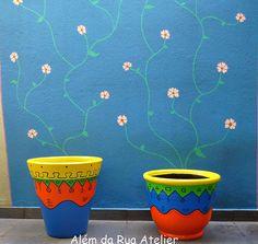 Vasos coloridos, com motivos tribais by ALÉM DA RUA ATELIER/Veronica Kraemer, via Flickr
