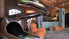 Reddot Hotel in Taiwan has a staircase-slide in tunnel, Kapla armchairs and a sofa made of balls to bring a playful atmosphere. Hotel Suites, Hotel Spa, Unusual Hotels, Red Dots, Beautiful Space, Magazine Design, The Good Place, Architecture Design, Taiwan Travel
