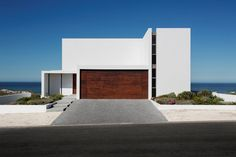 Pearl Bay Residence / Gavin Maddock Design Studio Capetown architecture Architecture in Africa Adam Letch Architecture in Yzerfontein Capetwon Houses Architects south africa Houses Architecture, Residential Architecture, Interior Architecture, Minimal Architecture, Design Studio, Bungalow Haus Design, House Design, Exterior Design, Interior And Exterior