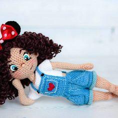 Кокетничает) #crochetdoll #handmadedoll #doll #amigurumi #weamiguru #instacrochet #вяжутнетолькобабушки #вязанаякукла #куклыручнойработы #вязание_крючком #амигурумикукла #crochetdolls #knittingtoys #crochetamigurumi #amigurumidoll #handmadedolls #кукласвоимируками #вязанаяигрушка #игрушкакрючком #mycreative_world #авторскаякукла#amigurumitoys #подарокручнойработы #amigurumi #авторскаяигрушка #авторскаякукла #crochet #knitcreativ #toys_gallery #proday_handmade