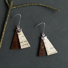 Birch bark earrings are made with birch bark that is gathered from dead and fallen trees. Every piece of bark is carefully selected for its end use. Each piece of birch bark is unique and bears the mark of the tree that it is taken from and so your earrings will also be distinct. All earrings are cut out, sanded and coated by hand. They are finished with handmade sterling silver ear wires. The back of the earrings are natural browns and these earrings have the flip side paired with white…