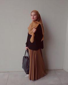 Modern Hijab Fashion, Street Hijab Fashion, Hijab Fashion Inspiration, Korean Fashion Trends, Abaya Fashion, Fashion Outfits, Muslimah Clothing, Moslem Fashion, Modele Hijab