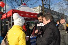 Oberbürgermeister Dr. Lutz Trümper am SPD-Infosstand auf der Meile der Demokratie 2013.