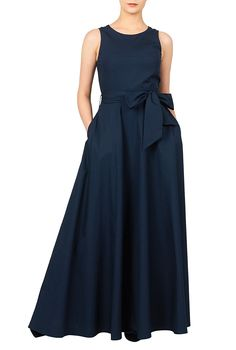 A boat neck lends sixties sophistication to our contrast tone cotton poplin maxi dress with a full flare skirt and a removable sash tie belt to cinch in the seamed waist. Custom Dresses, Modest Dresses, Casual Dresses, Maxi Dresses, Pretty Outfits, Beautiful Outfits, Long Bridesmaid Dresses, Elegant Outfit, Women's Fashion Dresses