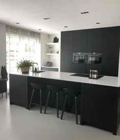 How To Incorporate Contemporary Style Kitchen Designs In Your Home Wooden Kitchen, Rustic Kitchen, New Kitchen, Kitchen Decor, Kitchen Black, Kitchen Layout, Kitchen Furniture, Kitchen Interior, Wood Furniture