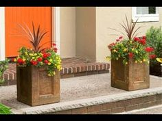 How to Make a Concrete Planter Grab some concrete-countertop mix and build plywood forms to create striking landscape ornaments Large Concrete Planters, Concrete Pots, Concrete Projects, Diy Planters, Planter Boxes, Garden Planters, Outdoor Projects, Garden Projects, Concrete Garden