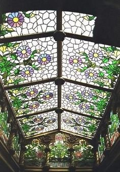 Talk about a glass ceiling! Greenhouse and stained glass ceiling inspiration Leaded Glass, Stained Glass Art, Stained Glass Windows, Mosaic Glass, Modern Stained Glass, Glass Mirrors, Stained Glass Flowers, Modern Glass, Modern Art