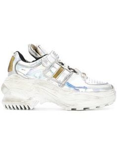 Shop online metallic Maison Margiela platform sneakers as well as new season, new arrivals daily. Phenomenal luxury selection, get it now with quick Global Shipping or Click & Collect orders. Moda Sneakers, Sneakers Mode, Shoes Sneakers, Adidas Originals, Baskets, Sneakers Fashion Outfits, Tenis Casual, Platform Sneakers, Types Of Shoes