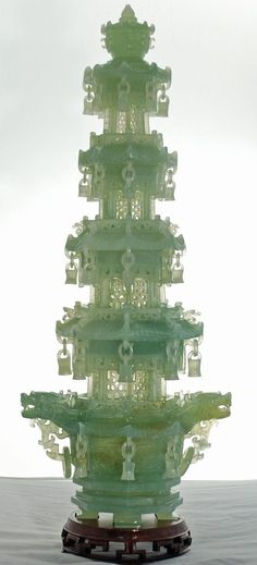 Authentic Carved Jade Pagoda from China. No need for a Christmas tree when this green beauty is in your holiday room! Le Jade, Jade Green, Chinese Culture, Chinese Art, Chinese Style, Chinoiserie, Style Surfer, Surf Style, Buddhist Pagoda