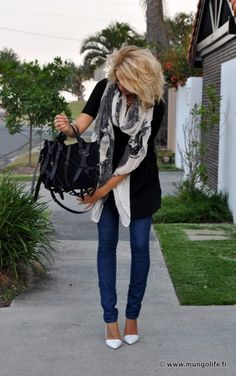 This outfit. Total fan the skinny jeans and white heels! Mode Outfits, Fall Outfits, Casual Outfits, Fashion Outfits, Fashion Mode, Look Fashion, Womens Fashion, Looks Style, Style Me