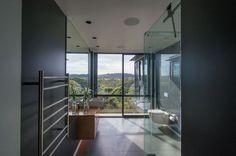 www.boxliving.co.nz - lovely big bathroom