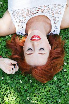 How to Apply False Lashes (Video) (A Beautiful Mess) How To Draw Eyelashes, Fake Eyelashes, Long Lashes, Beautiful Mess, Big And Beautiful, Beauty Book, Hair Beauty, Applying False Lashes, Photoshoot Makeup