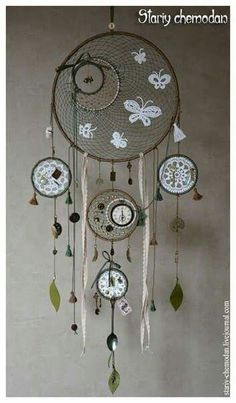 DIY Blue Feather and Bead Dream Catcher. This dream catcher is an attractive one made… Dreams Catcher, Sun Catcher, Los Dreamcatchers, Beautiful Dream Catchers, Doily Dream Catchers, Dream Catcher Mobile, Diy And Crafts, Arts And Crafts, Creation Deco