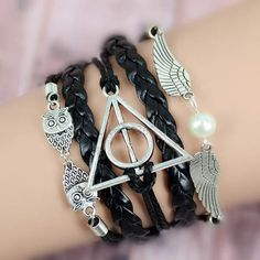 This synthetic leather bracelet, based on the Deathly Hallows movie, is a sure Harry Potter fan pleaser! You will love it's features: a multi-layer vintage design; several iconic bangles from the movi