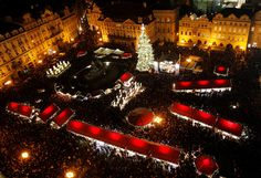 A city of splendid gothic architecture and unusual folkloric customs, Christmas in Prague is an extreme delight with its popular Christmas markets bringing a touch of local traditions.