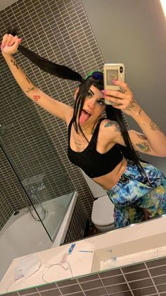 la reina del trap Gangster Girl, Freestyle Rap, Sad Wallpaper, Trap, Cool Girl, Crushes, Queen, Clothes For Women, Instagram