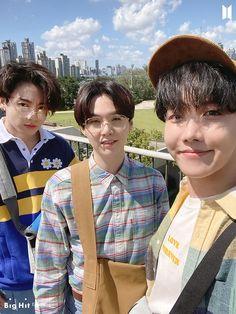 Bts Jungkook, Namjoon, Foto Bts, Suga Wallpaper, Bts Season Greeting, J Hope Dance, Les Bts, Bts Group Photos, Applis Photo