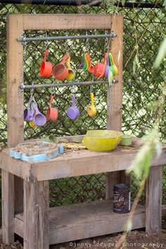 10 Fun Ideas for Outdoor Mud Kitchens for Kids Garden Pallet Projects & Ideas Patio & Outdoor Furniture (Diy Garden Pallet) Kids Outdoor Play, Outdoor Play Spaces, Outdoor Fun, Indoor Play, Outdoor Play Kitchen, Outdoor Decor, Natural Playground, Backyard Playground, Backyard Toys