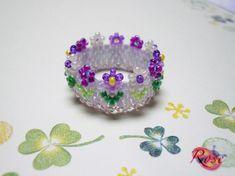 ♪商品詳細 ☆うすい藤色のアームにパープル系の花が可愛いビーズステッチリングです。☆デリカビーズで編んでいますので、しなやかで、とても着け心地が良いです。 ☆...|ハンドメイド、手作り、手仕事品の通販・販売・購入ならCreema。