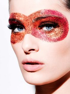 Isabeli Fontana Interactive with The Beauty Book app. Photo: Kenneth Willardt