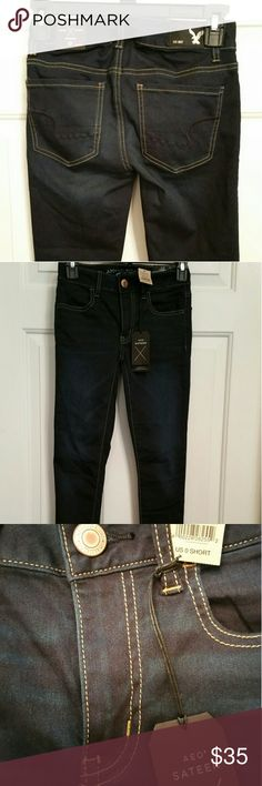 """BNWT AMERICAN EAGLE SKINNY JEANS Brand New Skinny Sateen Super Super Stretch Jeans. Bought for daughter at Christmas but she never wore them...teenagers lol Inseam: 26 1/2"""" American Eagle Outfitters Jeans Skinny"""