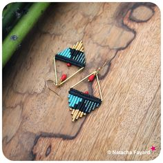 Triangle / arrow earrings made of macrame and miyuki delica seed beads - Black turquoise gold and red. © Natacha Fayard #macrame #earrings #miyuki #delica #triangle #arrow #graphic #black #turquoise #gold #red #etsy
