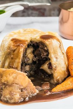 recipes beef stews Venison, celeriac and mushroom pudding This baked venison pudding recipe is the ultimate in wintry comfort food, packed with flavour from this fabulous game meat, mushrooms and celeriac. Wild Game Recipes, Meat Recipes, Venison Recipes, Suet Pudding, Great British Chefs, Celeriac, Roasted Carrots, Pudding Recipes