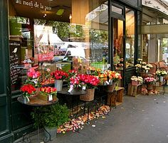Paris flower shops .... I love that they also have rose petals on the ground, many shops in Seattle put out rose petals on the pavement on Valentines Day