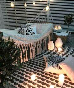 NO EMBALO | Inspiração para criar um recanto tranquilo e confortável em casa. Não dá vontade de deitar e ficar? #inspiracao #decoracao #almofadas #ficaadica #SpenglerDecor