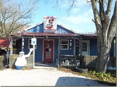 Munfordville, Ky's Big Bubba Buck's Belly Bustin' BBQ Bliss is one of the dumpiest places we've visited. Just adds character