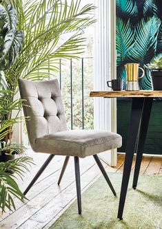 Add a retro vibe to your dining room with the Juru dining chair, featuring splayed legs and a buttoned back. Upholstered in fabric, it's as comfortable as it is stylish.