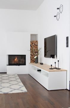Frühlingshafte Nestbaulust und neue Deko-Highlights Living room fireplace design furnishing heymoms collects inspiration and living ideas for life with children and the family. Design Salon, Home Design, Design Set, Design Ideas, Living Room With Fireplace, Living Room Decor, Living Rooms, Interior Styling, Interior Design