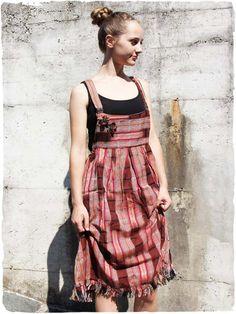salopette vestito Floriana  Salopette  Vestito lunghezza media. Modello di  vestito salopette  etnico 7a48cb983e9