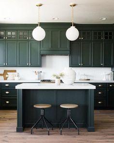 The Insider Secret on Green Kitchen Designs Exposed - grhaku Home Decor Kitchen, Kitchen Interior, New Kitchen, Home Kitchens, Design Kitchen, Interior Paint, Kitchen Lamps, Custom Kitchens, Stylish Kitchen
