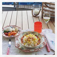 riso bianco saltato al cocco con dadolata di ananas su crema di peperoni