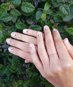 base coat nail salon | simple nails | nail trend | dot nails | minimalist nails | modern nails | summer nail trend