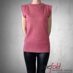 tricou cu umeri proieminenti Sewing Blouses, Cardigans, Peplum, Tunic Tops, How To Wear, Fashion Design, Women, Veil, Woman