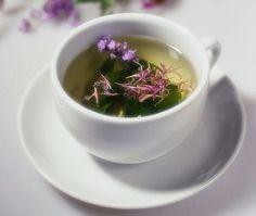 Хочу поделиться рецептом приготовления вкуснейшего и очень полезного чая из кипрея, или, как его называют, иван-чая. Это растение хорошо вам знакомо, так как растет везде, даже рядом с моим домом в Москве. Ивай-чай является единственным во всех смыслах естественным чаем! Но сначала немного истории. Иван-чай — известен на Руси более десяти веков. Этот напиток упоминается