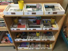 In my class, I have two spaces devoted to art: the game of painting and the corner Reggio. Children love them and attend them at all times of the day. I wanted to develop it … -