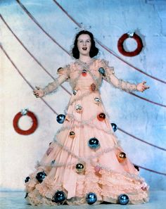 I am so making and wearing this dress for Christmas.