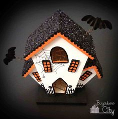 Birdhouses work great too! Create spooky decorations to add to your Halloween decor. Create DIY Halloween Haunted Houses by painting unfinished bird houses! Halloween Town, Diy Halloween Village, Diy Halloween Food, Casa Halloween, Halloween Haunted Houses, Halloween Items, Diy Halloween Decorations, Holidays Halloween, Haunted Diy