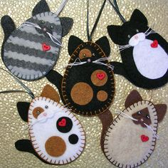 Browse unique items from MSMURIEL on Etsy, a global marketplace of handmade, vintage and creative goods. Felt Christmas Ornaments, Christmas Crafts, Handmade Christmas, Etsy Christmas, Felt Crafts Diy, Fabric Crafts, Sewing Crafts, Cute Crafts, Craft Ideas