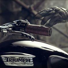 Triumph Bonneville Custom by Bunker Custom Cycles Yamaha V Max, Jace Lightwood, Skulduggery Pleasant, Triumph Bonneville T100, Bobber Custom, Moto Cafe, Custom Cycles, Man Up, Bmw