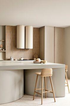 Harmony and design: una cocina extremadamente elegante Interior Desing, Interior Design Kitchen, Interior Design Inspiration, Interior Architecture, Kitchen Decor, Kennedy Nolan, Beautiful Kitchens, House Design, Decoration