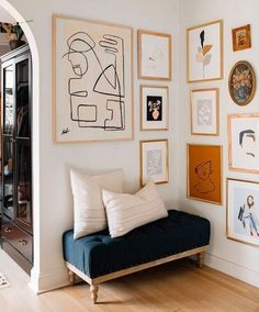 Tips for Creating the Perfect Gallery Wall — Mix & Match Design Company Galerie Wand Tipps Neutral Art, Beige Art, Neutral Walls, Beige Walls, Decoration Photo, Decoration Bedroom, Decoration Design, Decor Room, Foyer Design