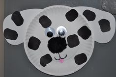 Dalmation Dog Paper Plate Craft  My idea: use circle stickers to make the dog